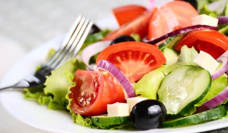 Grieķu salāti ar melnajām olīvām