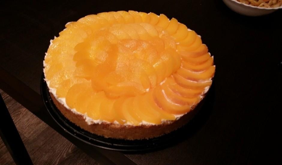 Siera kūka ar persikiem