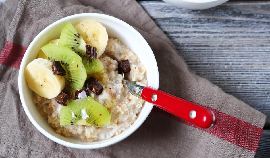 Muslis ar jogurtu un augļiem