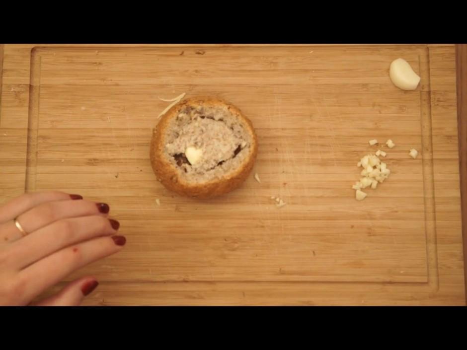 Maizīti pilda ar sieru, sakapātu ķiploku, bekonu, piciņu svi...