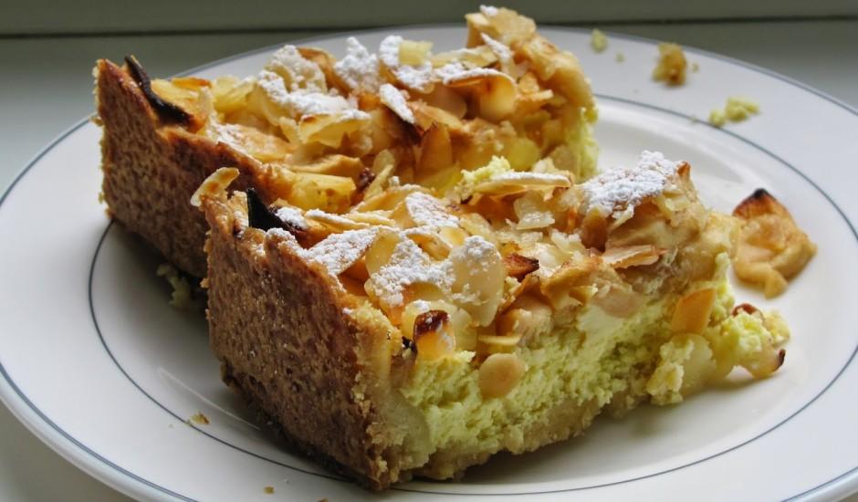 Ābolu siera kūka ar mandelēm