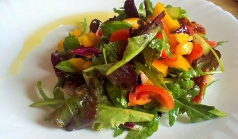 Salātu mix ar vītinātiem tomātiem