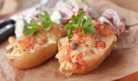 Pildīti kartupeļi ar konservētu lasi