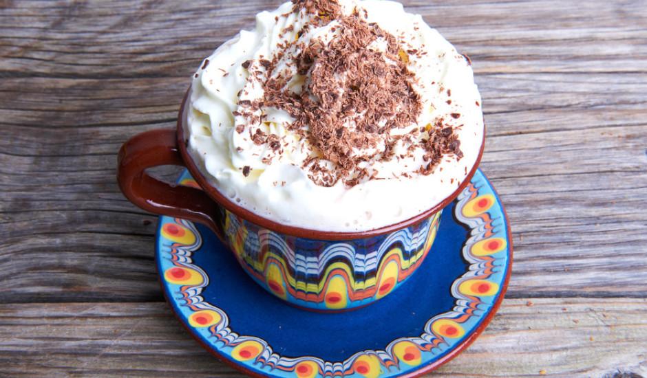 Kakao ar putukrējumu un kārumiem