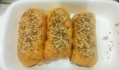 Gaļas karbonādes rullīši pildīti ar sieru kārtainajā mīklā