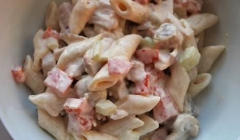 Makaronu salāti ar žāvētu vistas gaļu