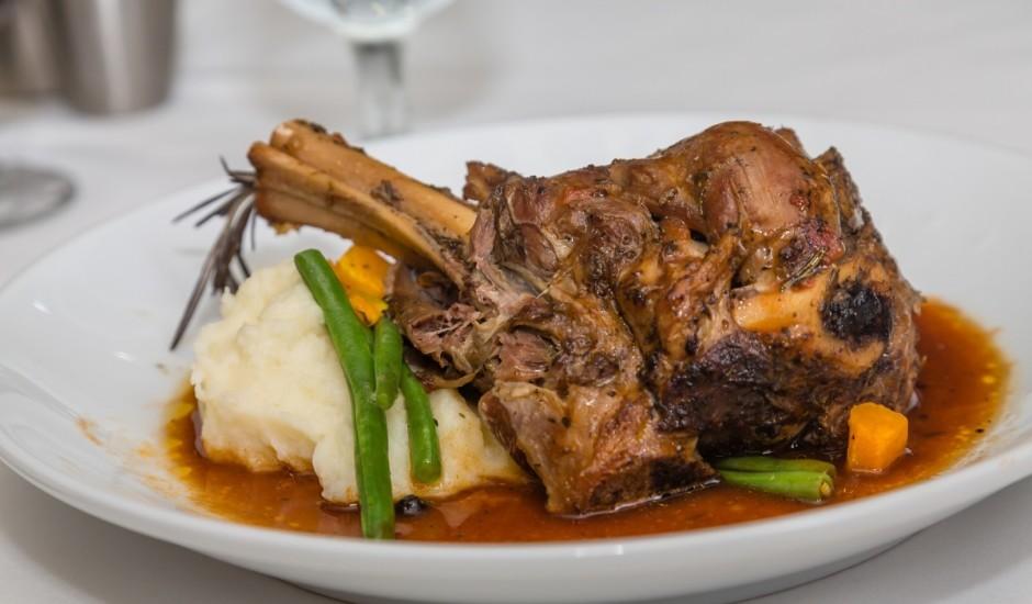 Itāļu vecmāmiņas jēra gaļas Lieldienu pusdienas