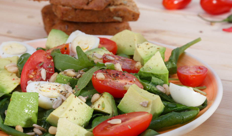 Svaigie salāti ar paipalu olām