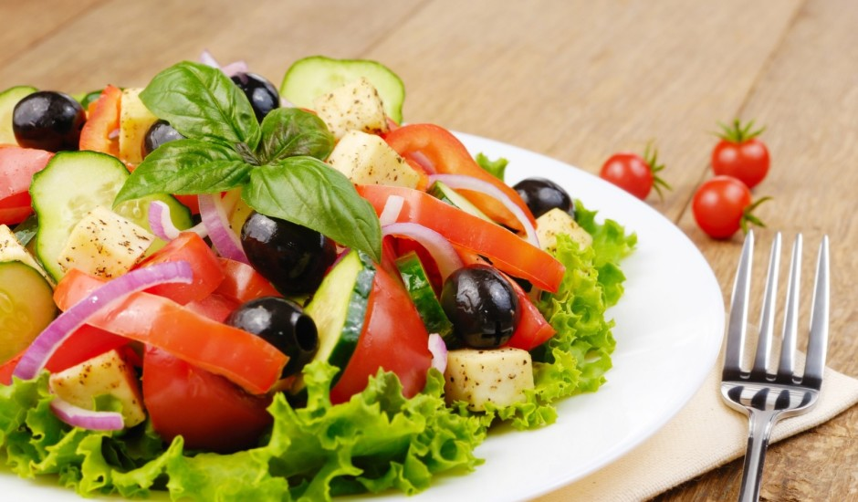 Grieķu salāti ar melnām olīvām
