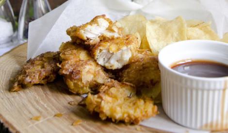 Fish&chips ar čedara siera un sīpolu katliņčipsiem