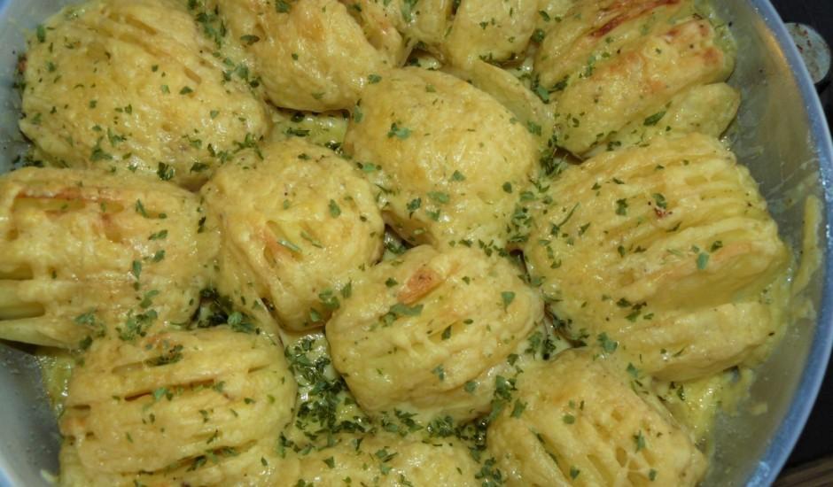 Kartupeļu vēdekļi ar sieru
