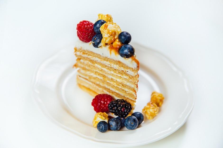 Dekorēt kūku var pēc sirds patikas, piemēram, Anna Panna to...