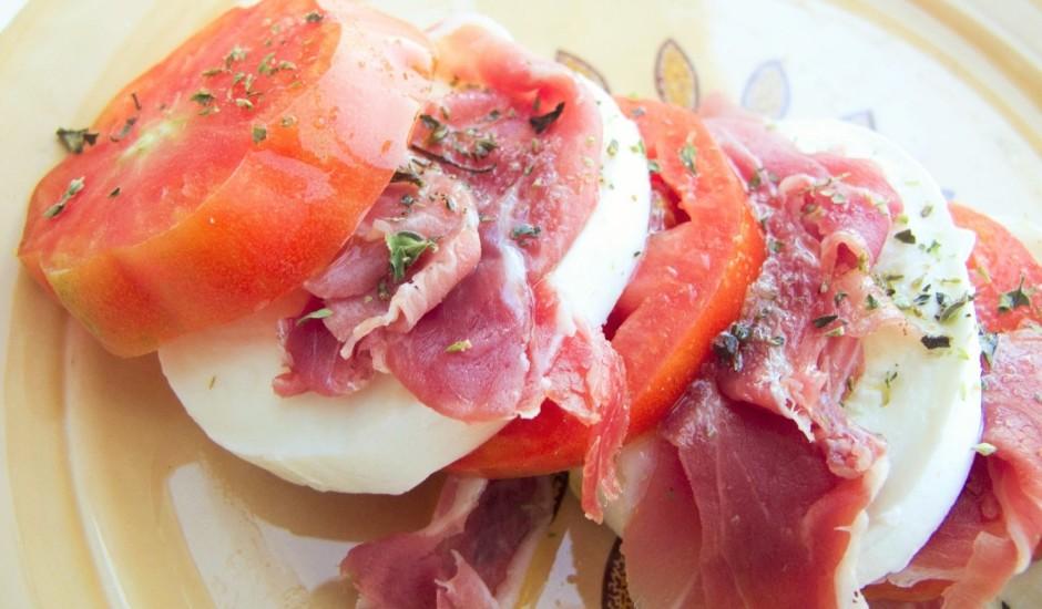 Prošuto ar Mozzarellas sieru un tomātiem