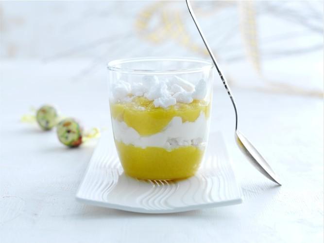Ātrais jogurta deserts ar mango