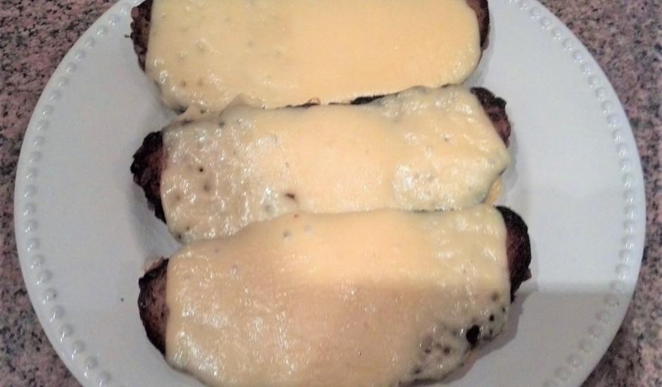 Pannā ceptas karstās siermaizes