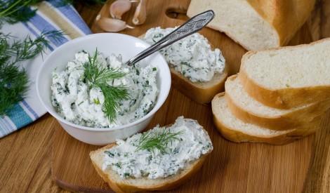 Uz maizes smērējamais biezpiens ar zaļumiem