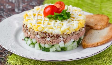Tunča un gurķu salāti