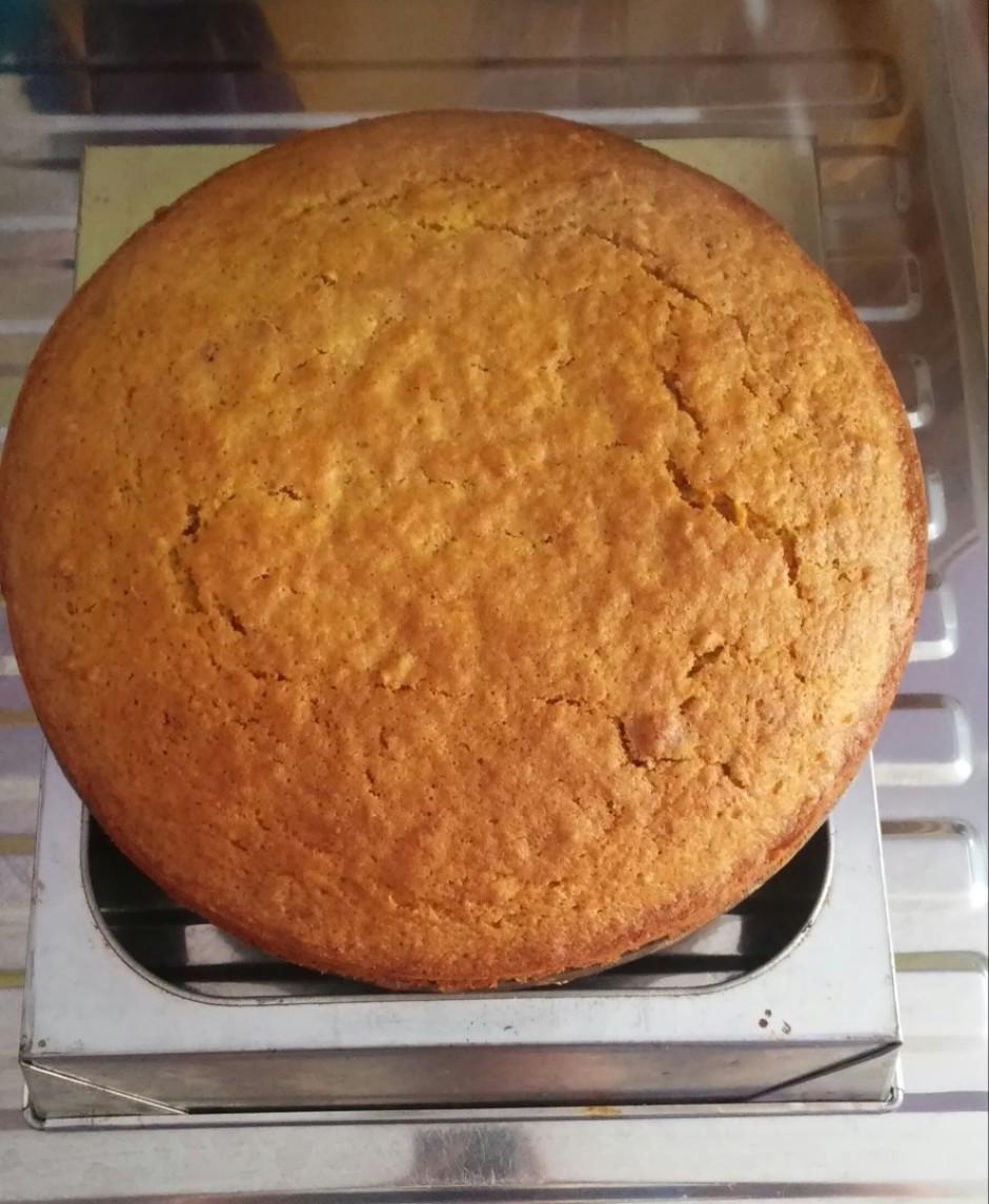 Kūku cep <strong>180 grādu temperatūrā 50 minūtes</strong>.