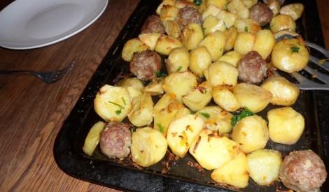 Kartupeļu sacepums ar gaļas bumbiņām