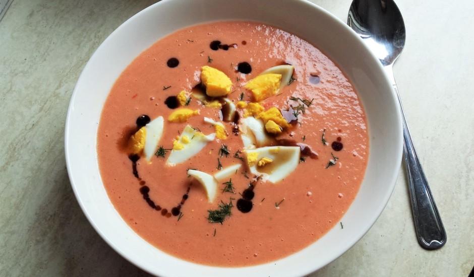 Aukstā tomātu zupa ar kefīru