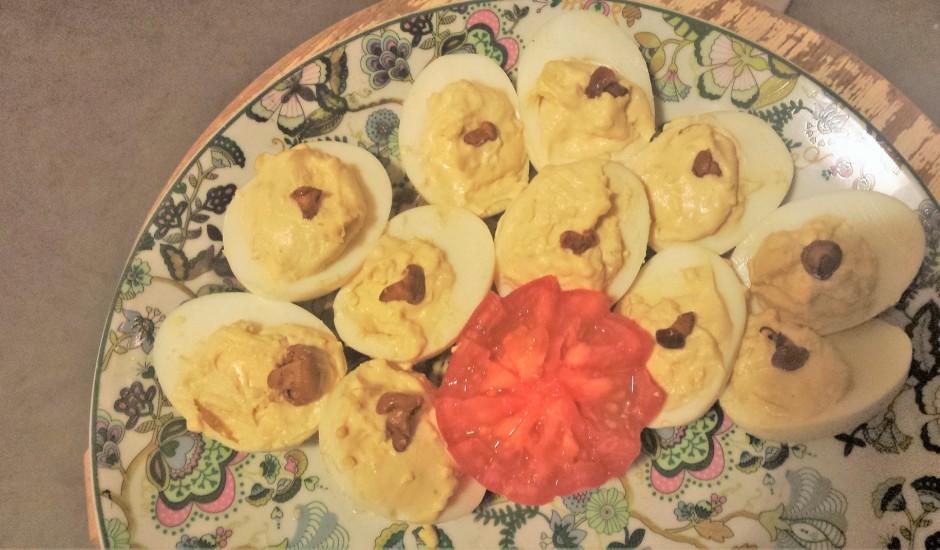 Pildītas olas ar gailenēm