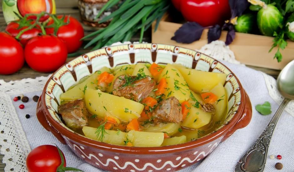Kartupeļu un burkānu sautējums ar cūkgaļu