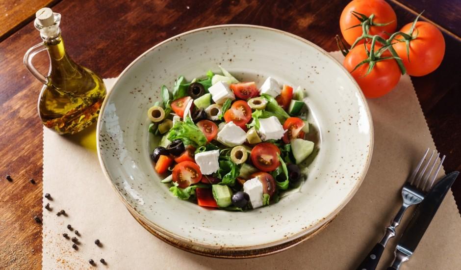 Grieķu salāti ar divu veidu olīvām