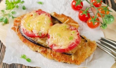 Vistas karbonāde ar baklažānu, tomātiem un sieru
