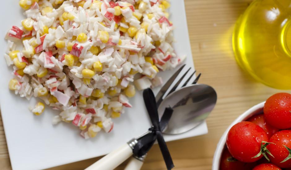 Krabju salāti ar kukurūzu