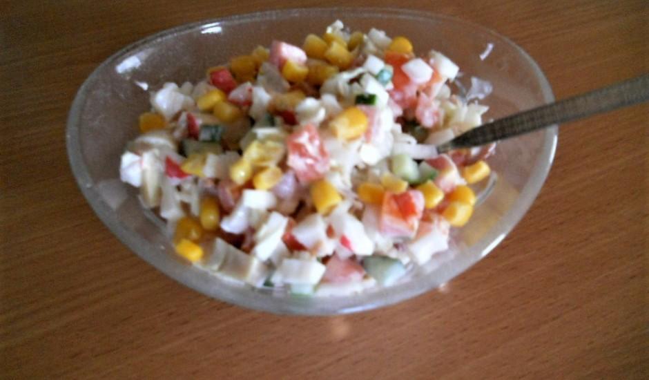 Krabju salāti ar Ķīnas kāpostu