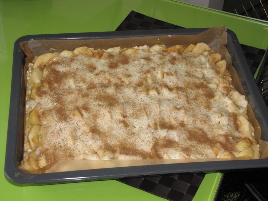 Atlikušās 2 ēdamkarotes sajauc ar ābolu sīrupu, pievieno kan...