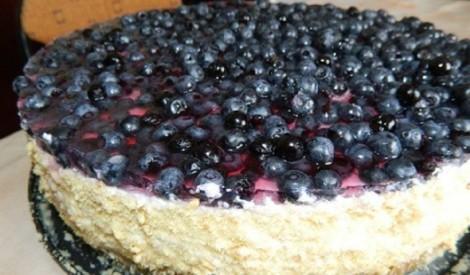 Biezpiena - putukrējuma torte ar mellenēm