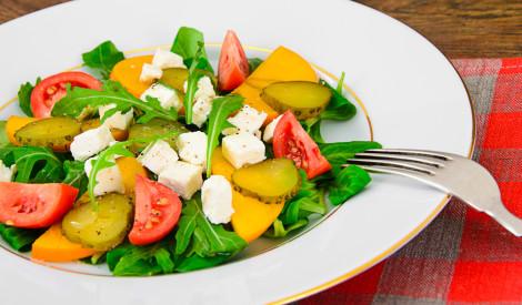 Svaigie salāti ar hurmu
