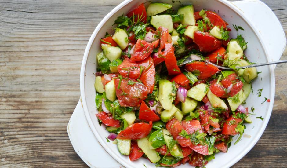Gurķu un tomātu salāti serbu gaumē