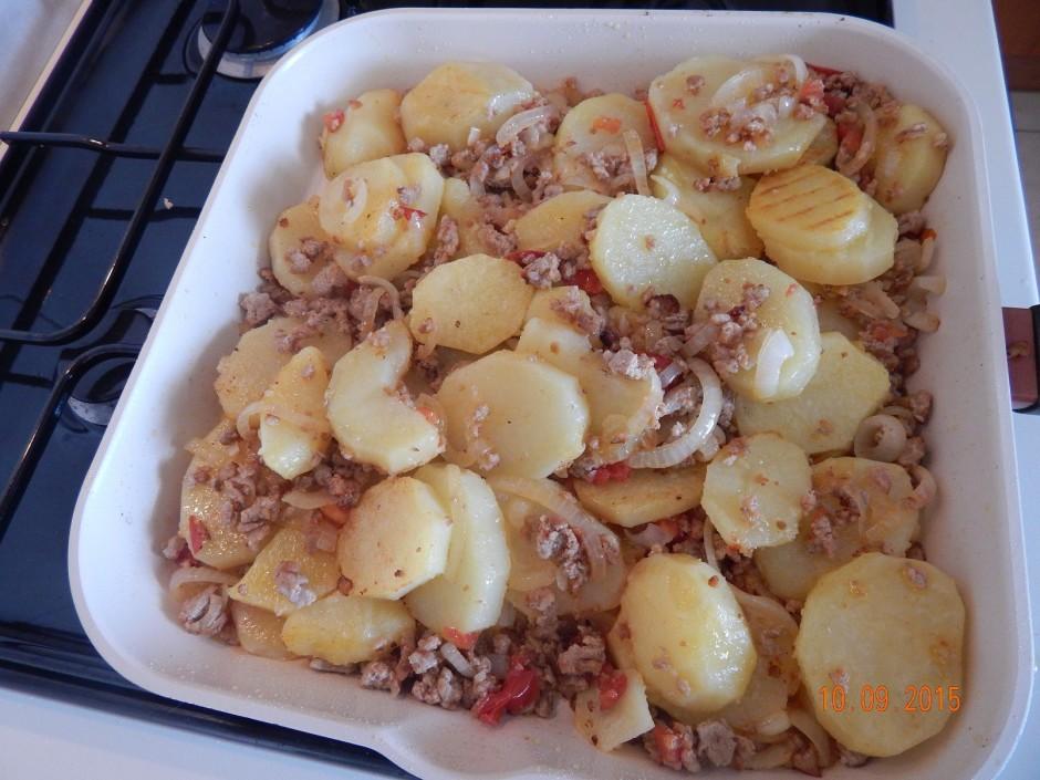 Kad gatavs - pievieno kartupeļiem un vēl pacep, lai garša sa...