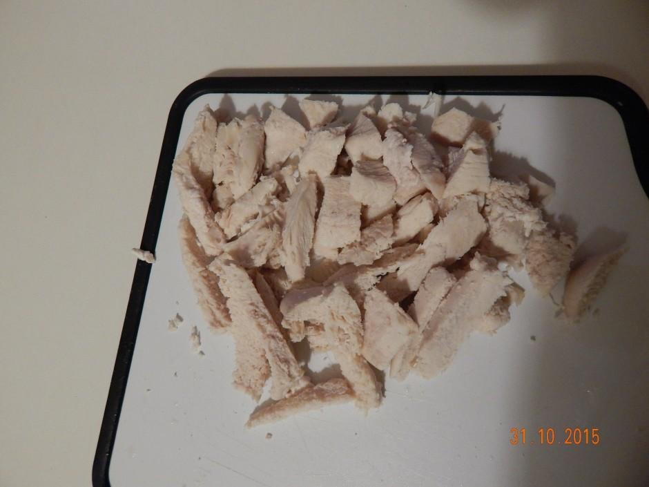 Vispirms pagatavo vistu un buljonu pēc norādītās receptes....