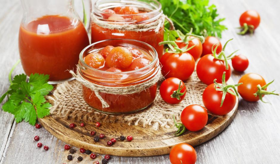 Tomāti tomātu sulā