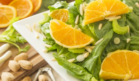 Seleriju, lapu salāti ar apelsīnu