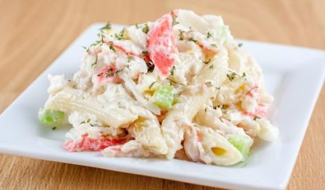 Makaronu salāti ar krabju nūjiņām