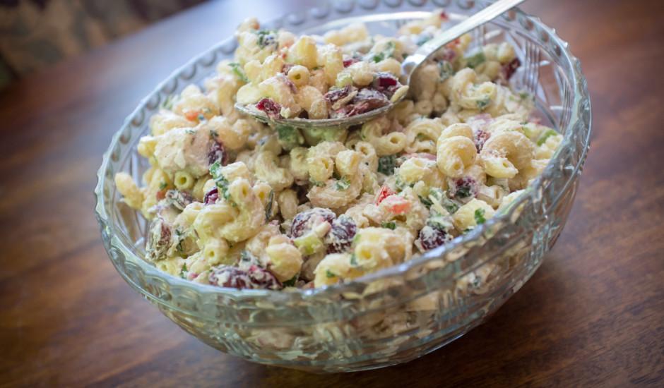 Sātīgie makaronu salāti