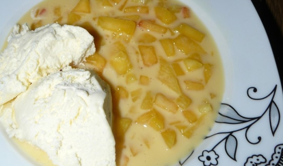 Augļu pudiņš ar saldējumu