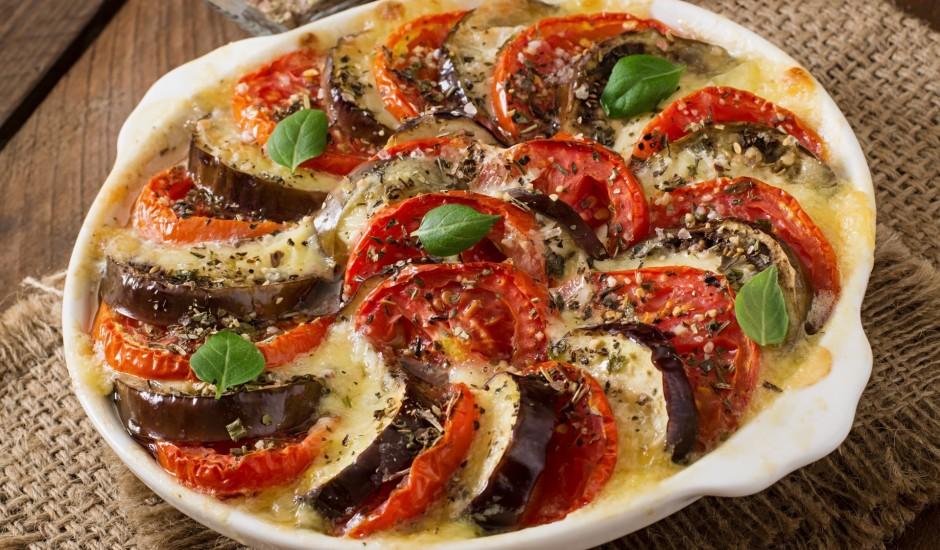 Baklažānu un tomātu sacepums