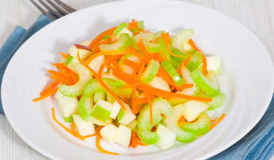 Seleriju salāti ar ābolu un burkānu