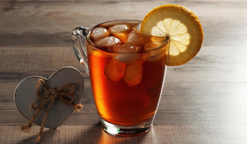 Tēja ar meža zemeņu sulu
