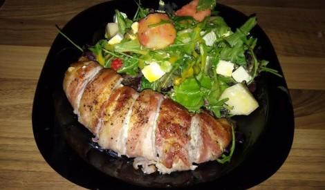 Lapu salāti ar Fetas sieru un zemenēm