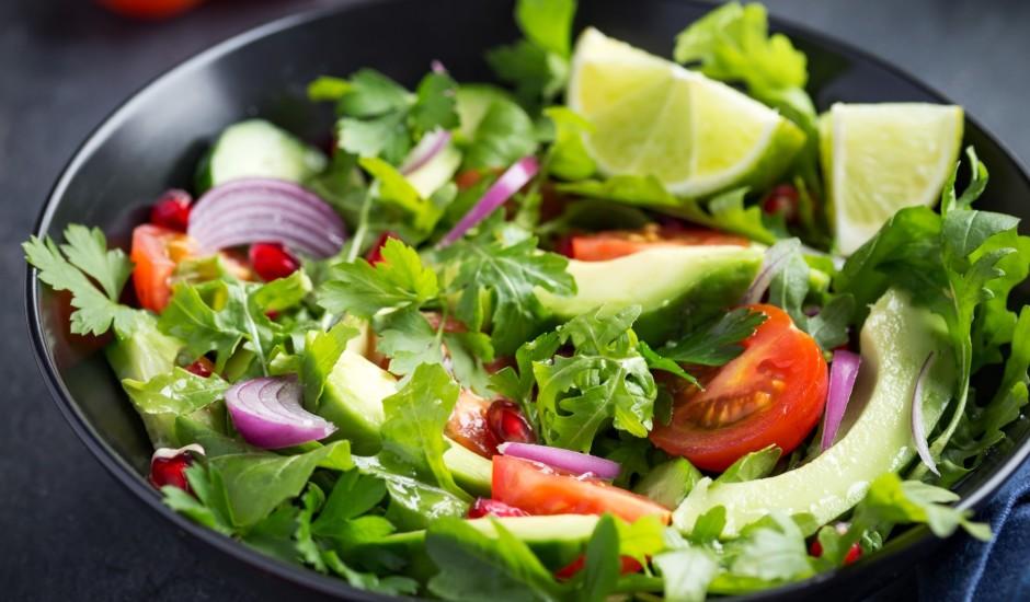 Svaigie rukolas - avokado salāti