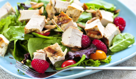 Lapu salāti ar vistu un avenēm