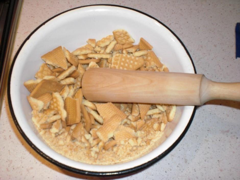 Sadrupina cepumus un pievieno sviestu, samaisa.