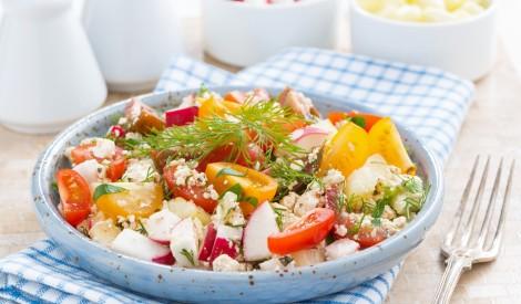 Ķiršu tomātu un biezpiena salāti