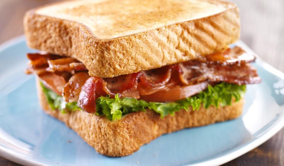 Grauzdētā brokastu bekona maize